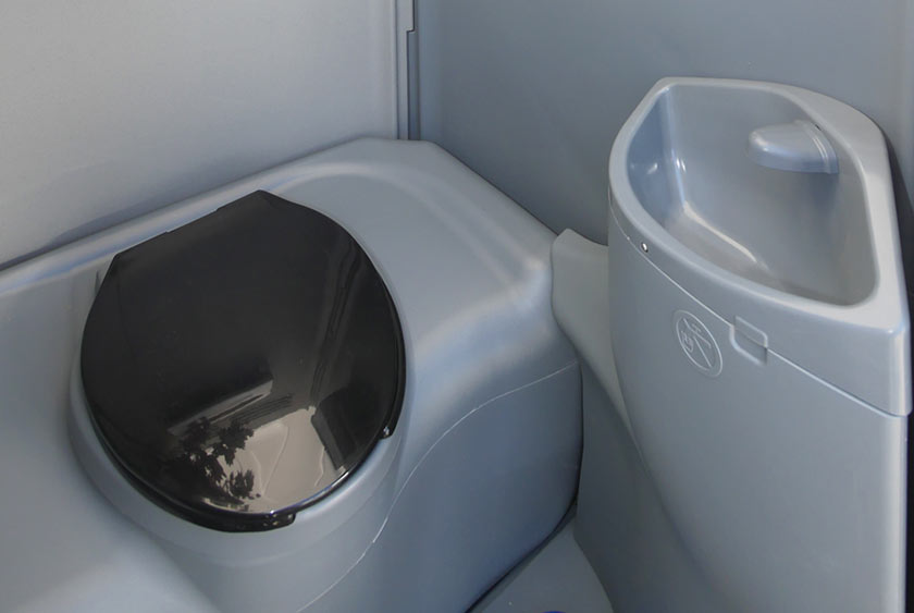 The Construction Wash and Flush Portable Toilet by CALLAHEAD 1.800 ...