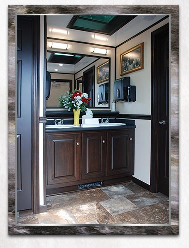 the biltmore restroom trailer by callahead