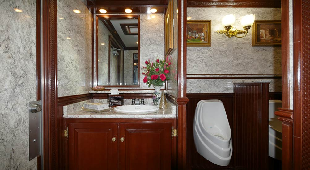 Luxury Restroom Trailer in NYC