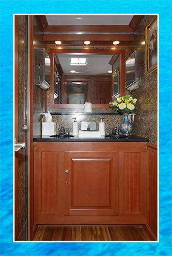 The Yachtsman Portable Restroom